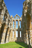 Geruïneerde binnenmuren Whitby Abbey in North Yorkshire in Engeland Stock Foto