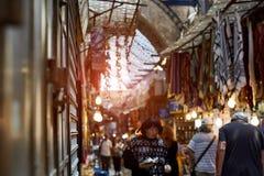 GERUSALEMME, ISRAELE - 25 agosto 2018: Il mercato orientale a vecchia Gerusalemme offre la varietà di prodotti e di ricordi di Me fotografia stock