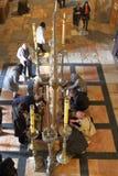 GERUSALEMME, ISRAELE - 28 febbraio 2017 - pellegrini cristiani alla chiesa del sepolcro santo Fotografia Stock