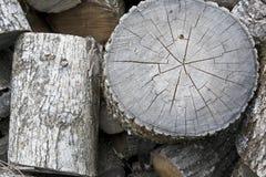 Gesägtes Holz für den Kamin Stockfoto