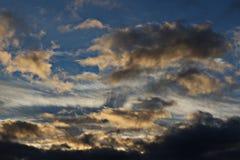 Gesättigter Sonnenuntergang im Land Lizenzfreie Stockfotografie