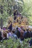 Gesù di Nazaret che porta incrocio di legno, trono più popolare dentro Immagini Stock