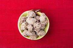 Gesalzene Plum Tamarind Food Snack auf einem Hintergrund stockfotografie