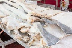 Gesalzte Kabeljaus des Stockfisches Fische gestapelt stockfotografie
