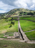 Gesamtüberblick der alten Inkaruinen von Ingapirca Stockbild