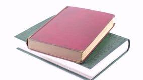 Gesamtlänge der alten Bücher stock video