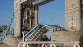 Gesamtlänge der normalen Geschwindigkeit 4X des Turm-Brückenschließens stock video