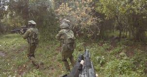 Gesamtl?nge Waffe GoPro POV einer Gruppe der israelischen Kommandosoldaten w?hrend des Kampfes stock video