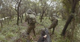 Gesamtl?nge Waffe GoPro POV einer Gruppe der israelischen Kommandosoldaten w?hrend des Kampfes stock video footage