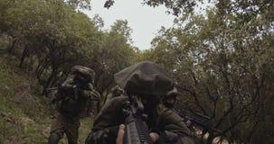 Gesamtl?nge Waffe GoPro POV einer Gruppe der israelischen Kommandosoldaten w?hrend des Kampfes stock footage