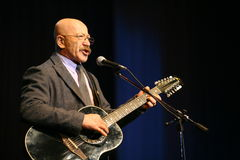 Gesangausführendautor, Dichter, Sänger, Musiker, Schauspieler, Gitarrist und Komponist Alexander Rosenbaum Stockbilder
