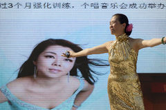 Gesangleistung außerhalb China-Pavillons 02, AUSSTELLUNG Mailand 2015 Stockbilder