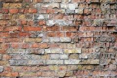 Geschädigte Backsteinmauerbeschaffenheit Stockfoto
