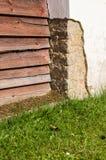 Geschädigte Ecke der Betonmauer Lizenzfreie Stockbilder