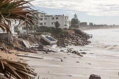 Geschädigte Strandfronthäuser Stockfotos