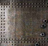 Geschädigter Metallhintergrund mit Einschusslöchern Stockfoto