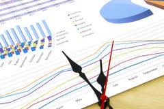 Geschäft accounter Arbeit mit Steuern und Taschenrechner auf weißem Schreibtisch Stockfotos