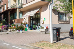 Geschäft auf Hauptstraße Stockbild