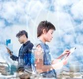 Geschäft auf Technologie stockbild