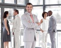 Geschäft CEO mit Team im Hintergrund Lizenzfreies Stockbild
