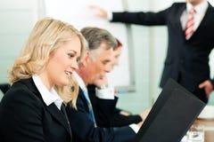 Geschäft - Darstellung innerhalb eines Teams Lizenzfreie Stockbilder