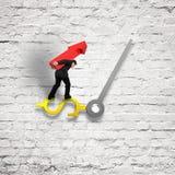 Geschäft, das den roten Pfeil balanciert auf Uhrhand mit altem bri trägt Stockfoto