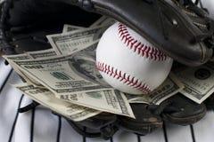 Geschäft des Baseballs und des Geldes Stockfoto