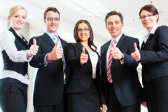 Geschäft - Gruppe Wirtschaftler im Büro Stockbild