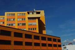 Geschäft - Heftklammer-Stadt-Skyline Stockbild