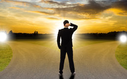 Geschäft mit zwei Straßen für Ihren ausgewählten auserlesenen Erfolg oder Ausfall lizenzfreies stockbild