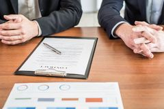 Geschäft Person Signing Contract Stockbild