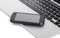 Geschäft Smartphone auf dem Laptop Stockbilder