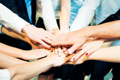 Geschäft Team Holding Their Hands Together Lizenzfreie Stockbilder