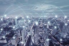 Geschäft technologi Netz in der Stadt lizenzfreie stockfotos