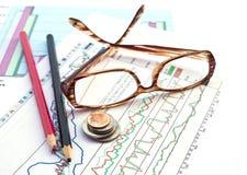 Geschäft und die Aktienaktienberichte Lizenzfreies Stockbild