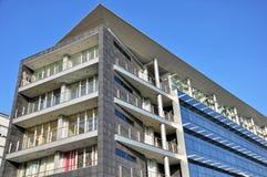 Geschäft und Wohngebäude Lizenzfreie Stockfotos
