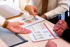 Geschäft zum Arbeiten im Büro das Konzept für erfolgreiche Arbeit zum Ziel der Organisation Stockfotos