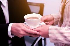 Geschäft zum Arbeiten im Büro das Konzept für erfolgreiche Arbeit zum Ziel der Organisation Lizenzfreies Stockbild