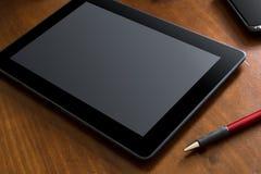 Geschäfts-Arbeit mit Tablet u. Smartphone auf einer Tabelle Stockfotos