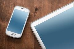 Geschäfts-Arbeit mit Tablet und Smartphone Stockbilder