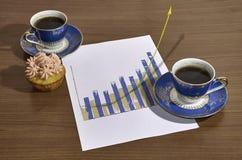 Geschäfts-Diagramm wachsend außerhalb des Papierkonzeptes Lizenzfreies Stockbild