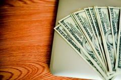 Geschäfts-Einsparungen, Eigentums-Treppe oder Hypotheken-Konzepte: Haus, D lizenzfreie stockbilder