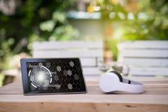 Geschäfts-Funktionsraum mit Tablette und Kopfhörer Stockfoto
