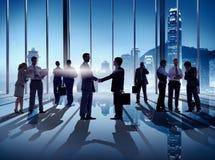 Geschäfts-Händedruck in Hong Kong Office Lizenzfreies Stockbild