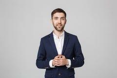 Geschäfts-Konzept - Porträt-hübsches Geschäftsmannhändchenhalten mit überzeugtem Gesicht Weißer Hintergrund Lizenzfreie Stockfotos