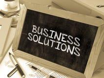 Geschäfts-Lösungen handgeschrieben durch weiße Kreide auf a Lizenzfreie Stockbilder