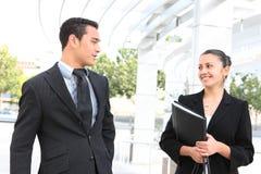 Geschäfts-Team am Bürohaus Stockfoto