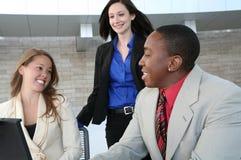 Geschäfts-Team (Fokus auf Mann) Lizenzfreie Stockfotografie