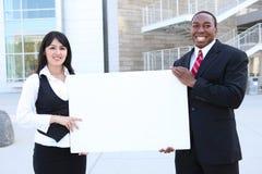 Geschäfts-Team-Holding-Zeichen Stockfotografie
