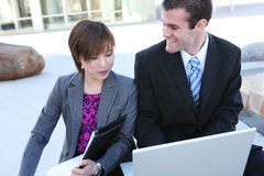 Geschäfts-Team im Büro lizenzfreie stockfotos
